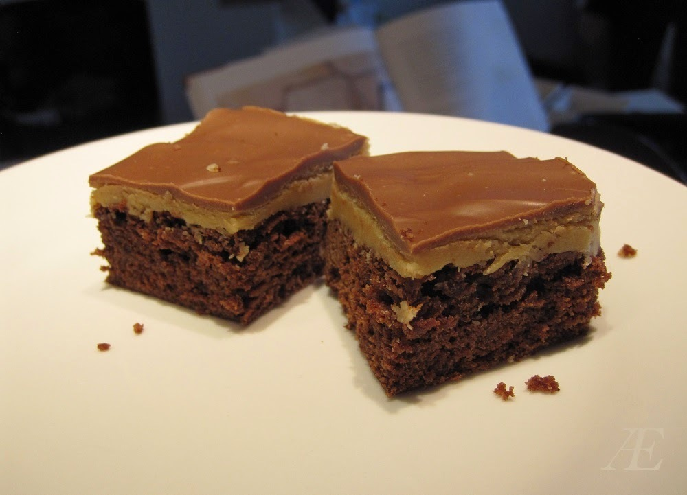 Brownie med peanutbutter topping.