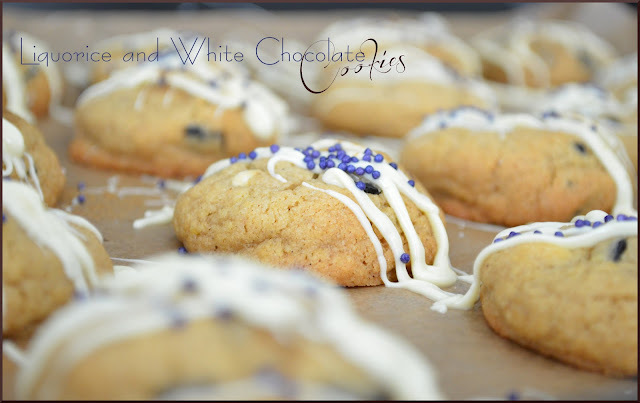 Liquorice and White Chocolate Cookies (Kakor med lakrits och vit choklad)