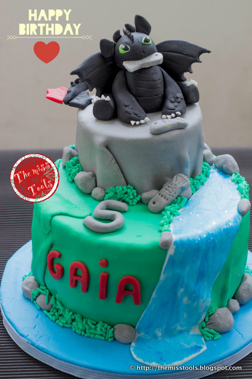 Festa Dragon Trainer e Torta Sdentato per il quinto compleanno - Dragons Party and Toothless Cake for the 5th Birthday