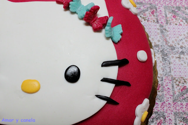 Tarta fondant de Hello Kitty