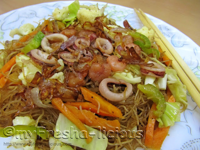Fried Rice Vermicelli with Shrimp and Squid