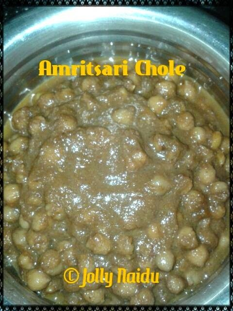 Amritsari Chole Recipe | White Chickpeas Curry in Punjabi Style