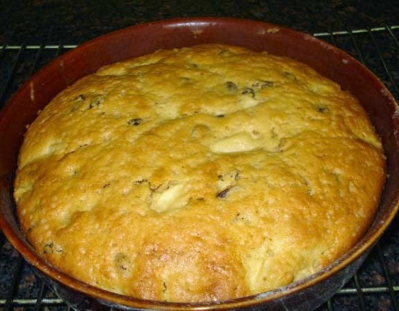 Apple and Raisin Cake - small cake and very easy