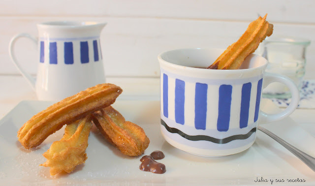 CHURROS CON CHOCOLATE (Cuisine Companion)