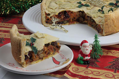A Vegan - Vegetarian Christmas Centrepiece Raised Pie