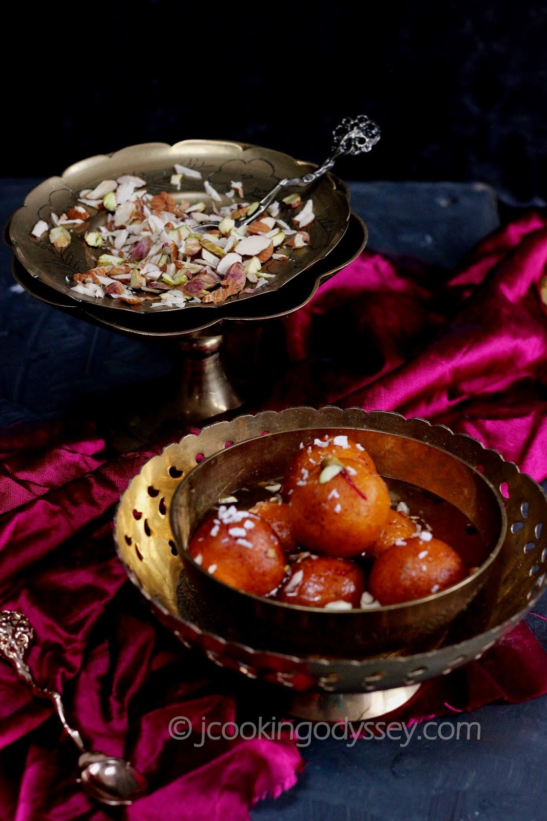 Shakkarkand aur nariyal / Shakkriya Jamun - Deep Fried Sweet Potato and coconut balls in an aromatic sugar syrup !!