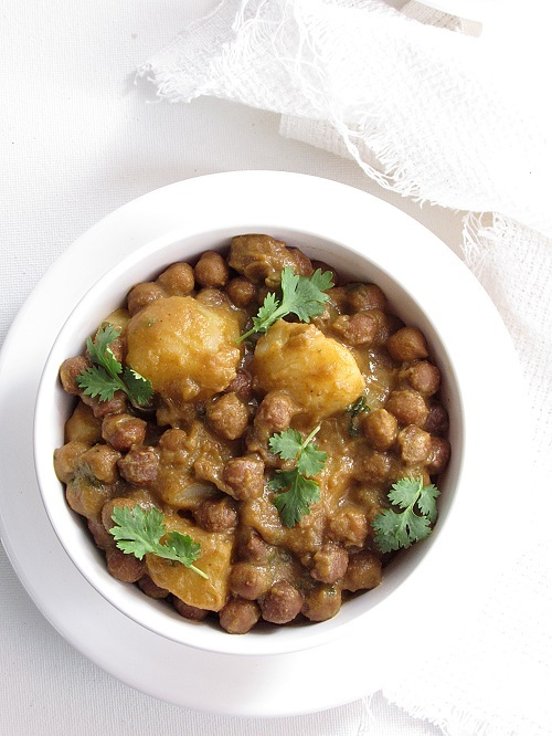 Chana Bateta (Bohra Cuisine Style Chickpeas and Potatoes)