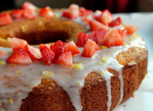 Strawberry Lemonade Pudding Cake