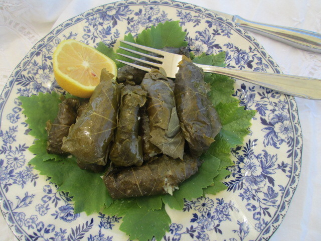 Grape leaves stuffed with rice and ground beef   (Hojitas de parra rellenas con arroz y carne)