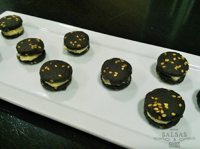 Galletas de aceitunas negras rellenas de queso (Taller Party Food)