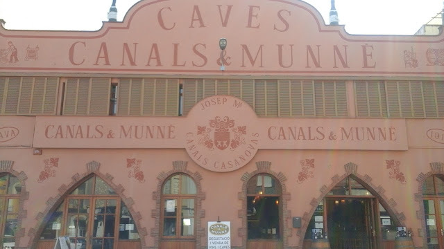 Quaffing cava with Canals & Munné