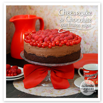 TARTA DE QUESO DE CHOCOLATE CON FRUTOS ROJOS / CHOCOLATE CHEESECAKE WITH RED BERRIES