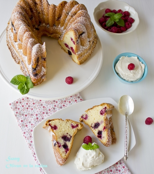 BUNDT CAKE DE FRUTAS DEL BOSQUE - MIXED BERRY BUNDT CAKE