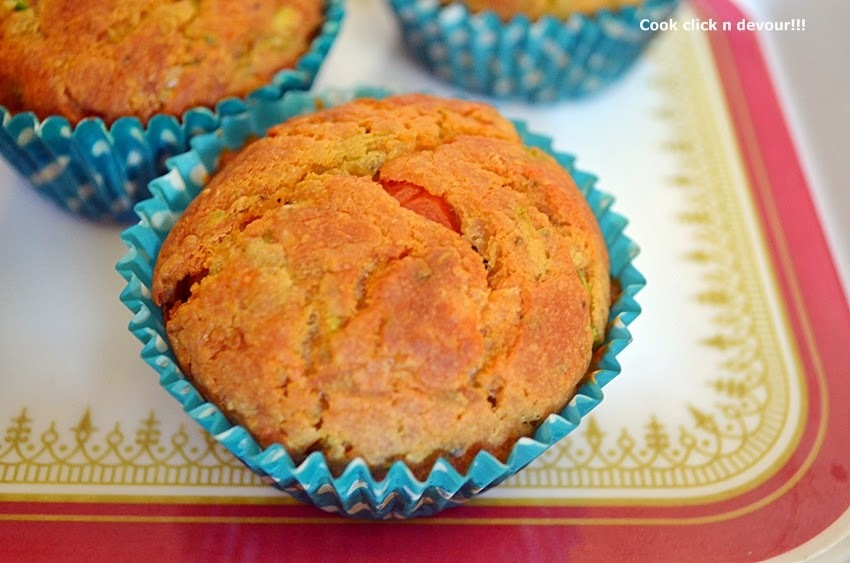Eggless spicy cheddar muffin recipe | how to make spicy vegetables-cheddar muffins