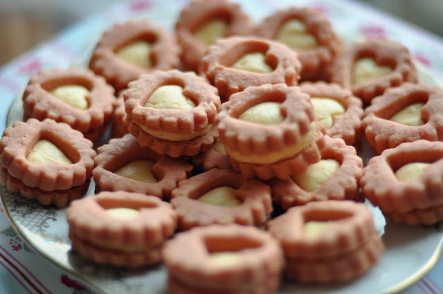 Valentine Custard Creams