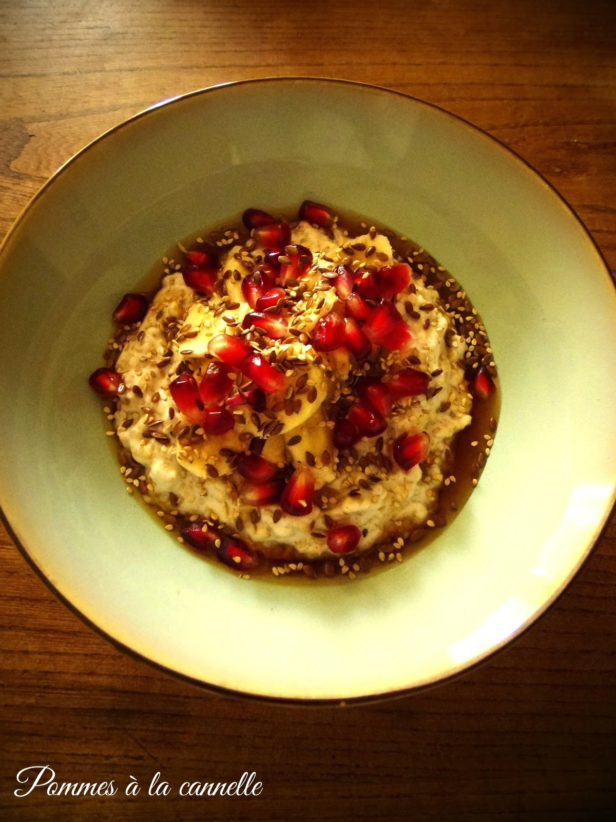 Kokosowa owsianka z bananem i granatem/Coconut porridge with banana and pomegranate