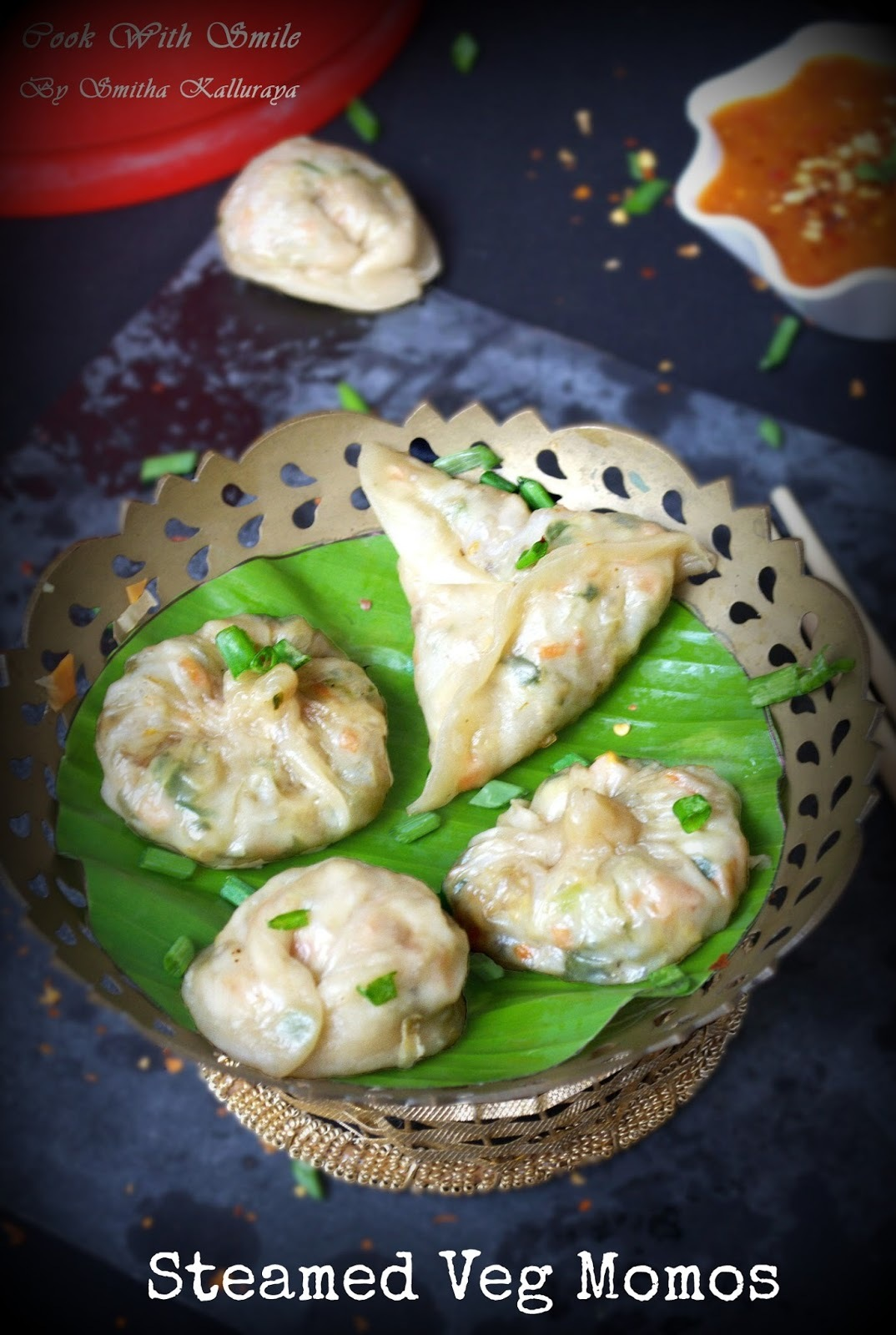 VEGETABLE MOMOS RECIPE / STEAMED VEG MOMOS WITH TUPPERWARE STEAM IT