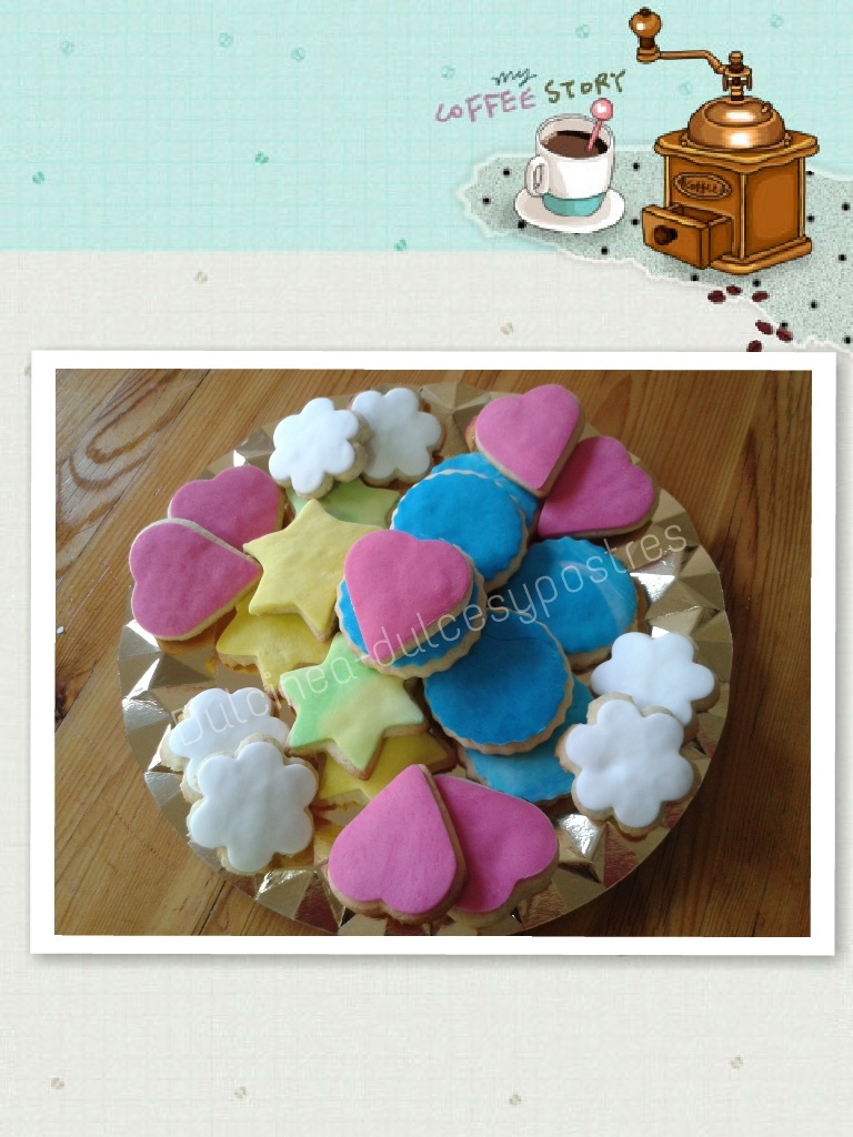 GALLETAS DE ALMENDRA DECORADAS CON FONDANT