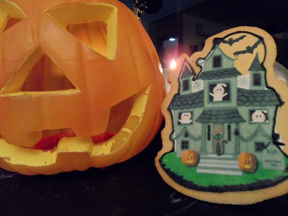 Mega galleta Halloween decorada con papel de azúcar paso a paso