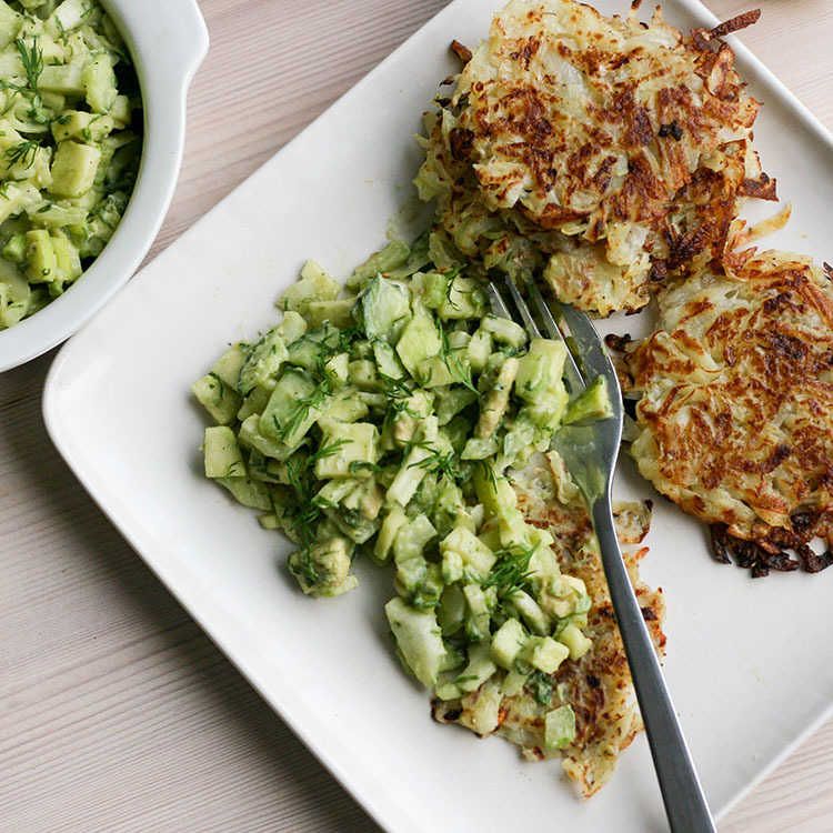 Perunaröstit ja fenkoli-avokado-tartarea | Latkes with fennel and avocado tartare