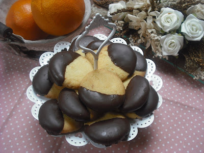 Galletas de naranja cubiertas con chocolate