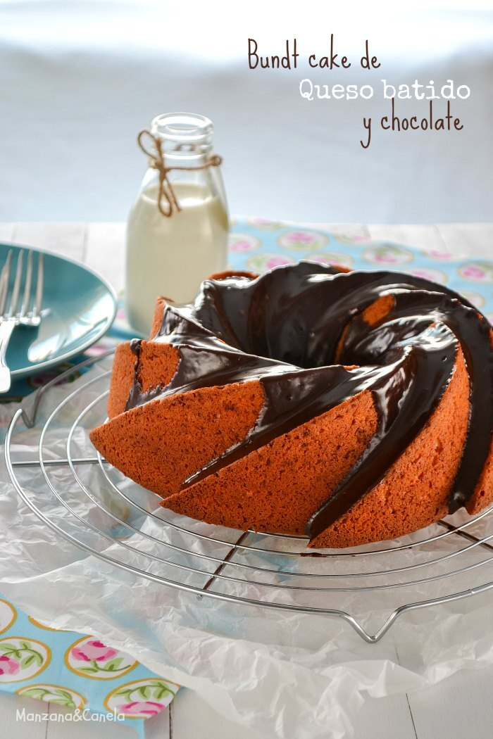 Bundt cake de queso fresco batido y chocolate