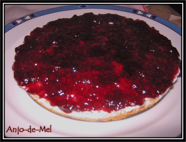Cheesecake Simples com Doce de Mirtilo