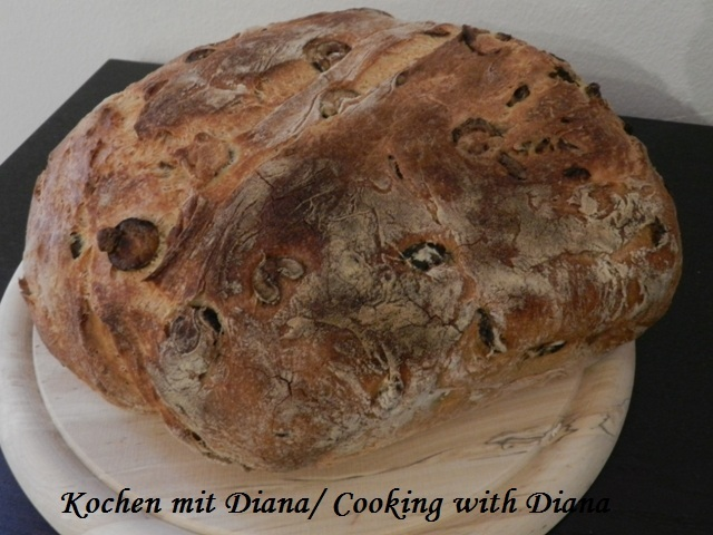 Brot mit Oliven/ Bread with olives