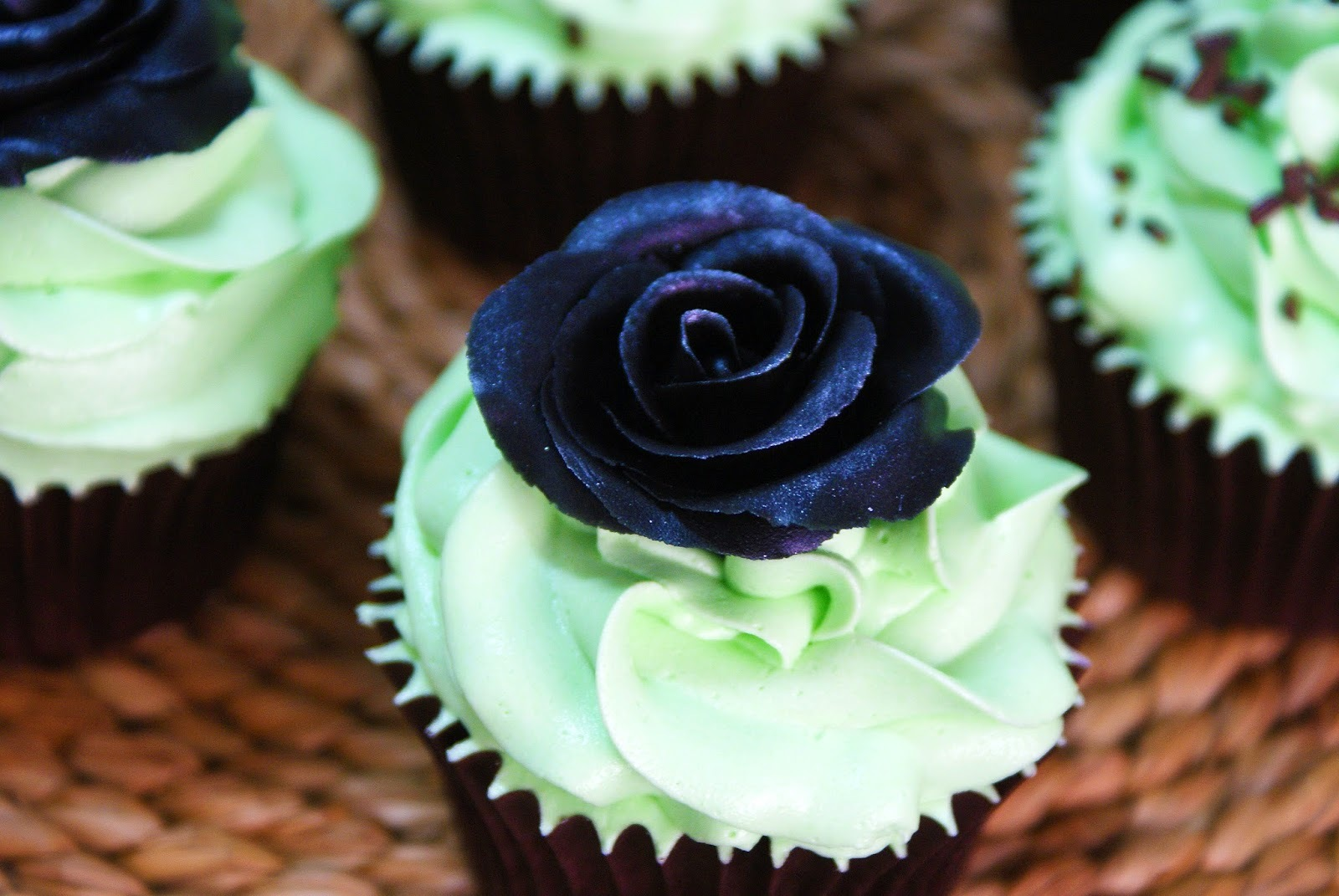 After Eight Cupcakes (Cupcakes de Menta y Chocolate) + Tutorial de Rosa de Chocolate plástico