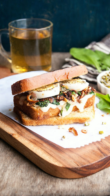 Eggs, Caramelized onions and Spinach Sandwich