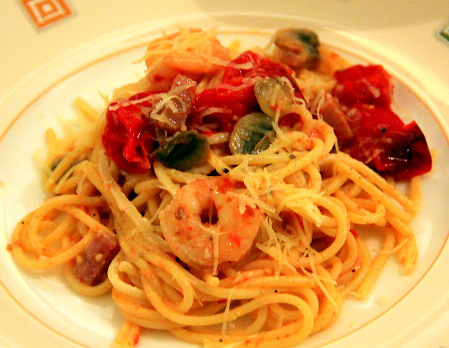 SAWCLicious Recipe: Spaghetti with Oven-Roasted Grape Tomatoes, Ricotta Cheese, Spam, Bottom Mushrooms, & Shrimps