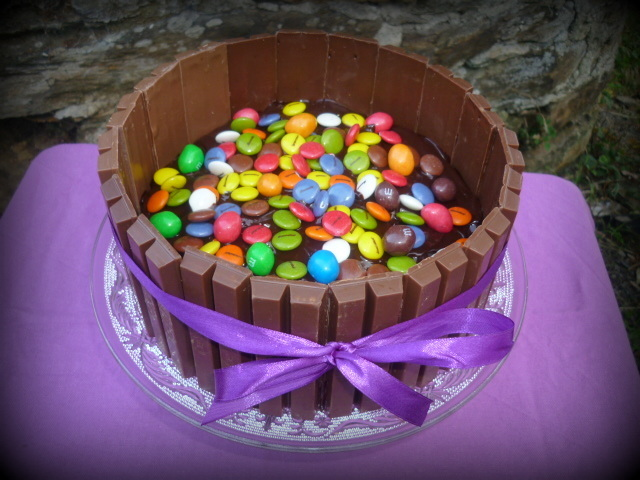 Tarta kit kat, lacasitos y M&M