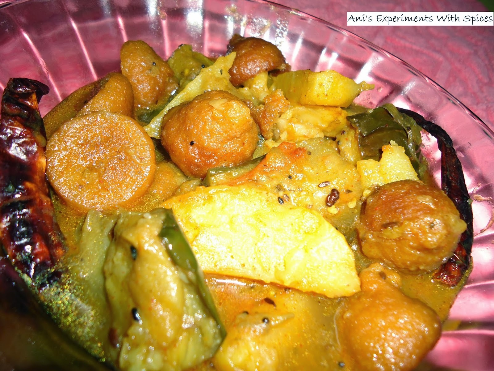 Aloo Begun Masoor Daaler Bori Diye Torkari ( Dried Lentil Dumplings in Potato And Brinjal/Eggplant Curry)