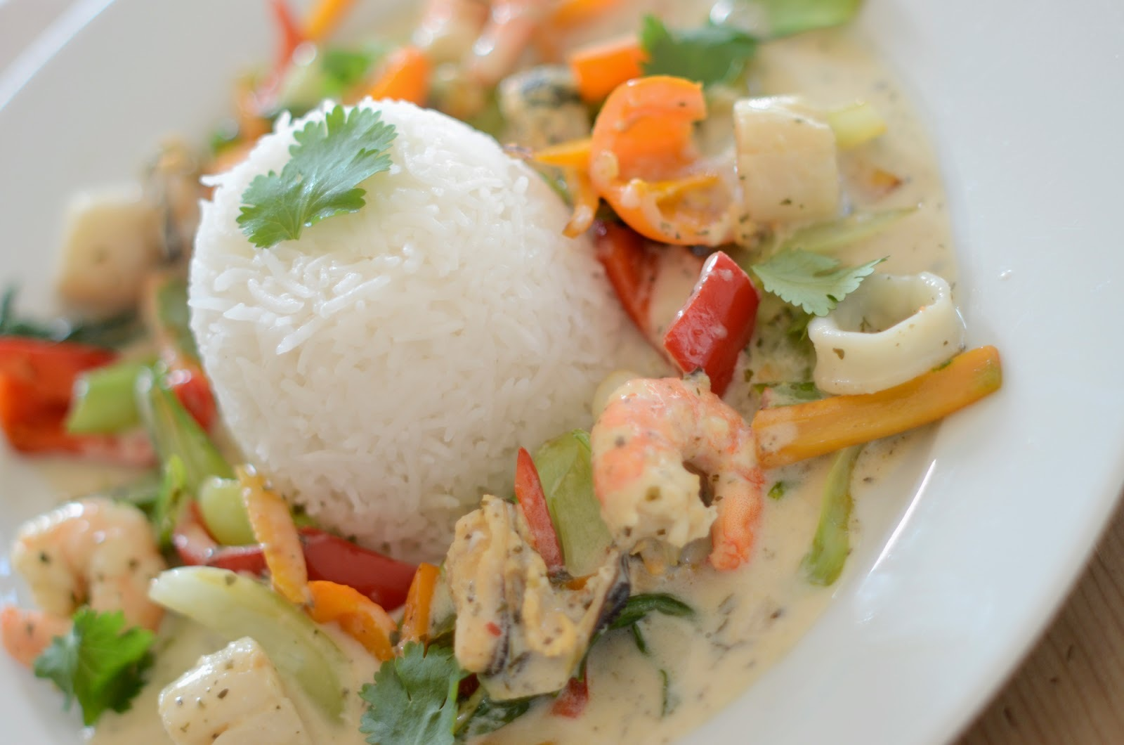 SIMPLE THAI SEAFOOD CURRY
