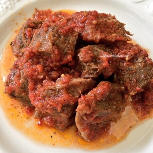 Kokinisto. Beef stew with tomato Sauce.  INGREDIENTS:  -2 pounds...