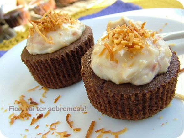 Cupcake de chocolate com cobertura de cream cheese