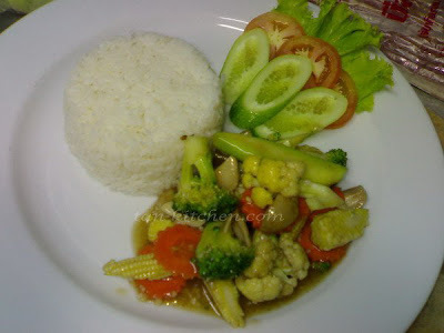 Stir fried mixed vegetables with oyster sauce (Pad Pak Ruam Mit)(V)