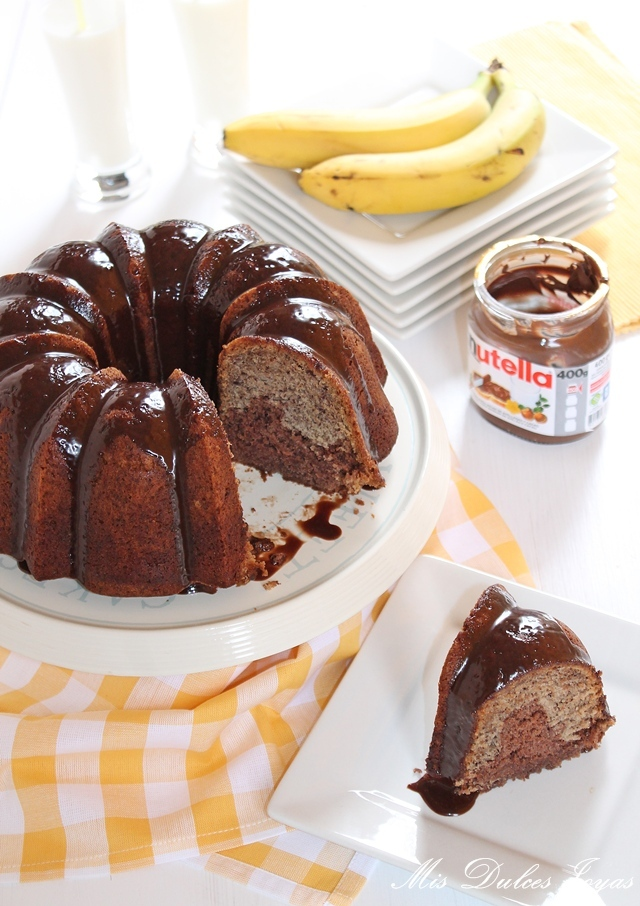 Nutella Swirl Banana Bundt Cake with Nutella Glaze (Bizcocho de Nutella y Banana con glaseado de Nutella)