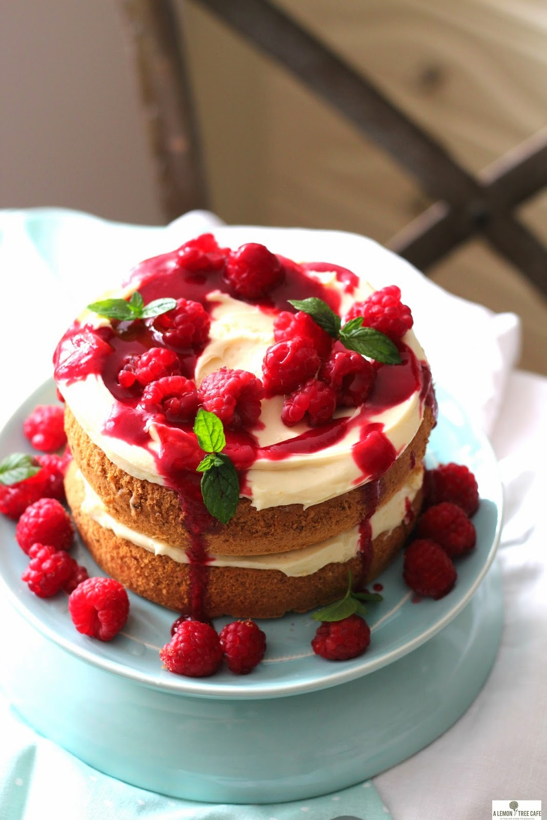 TORT Z KREMEM Z MASCARPONE I BIALEJ CZEKOLADY Z MALINAMI - WHITE CHOCOLATE MASCARPONE CREAM TORTE WITH RASPBERRIES