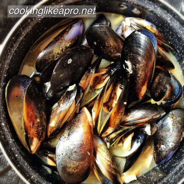 How To Cook Tinolang Tahong | Steamed Mussels Recipe