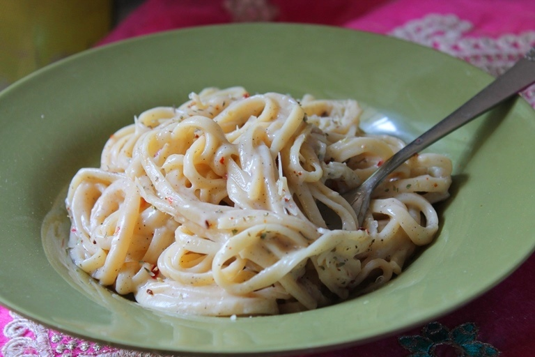 White Sauce Pasta Recipe / Spaghetti in White Sauce Recipe