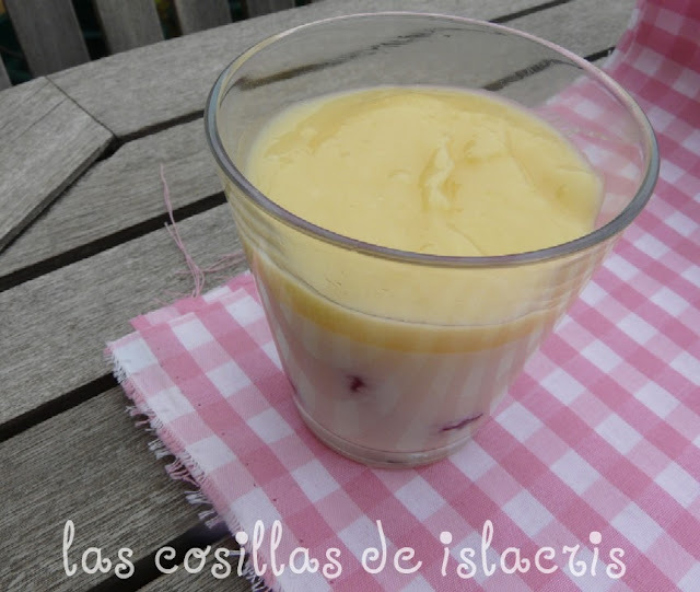 Vasitos de mascarpone, con fresas y lemon curd