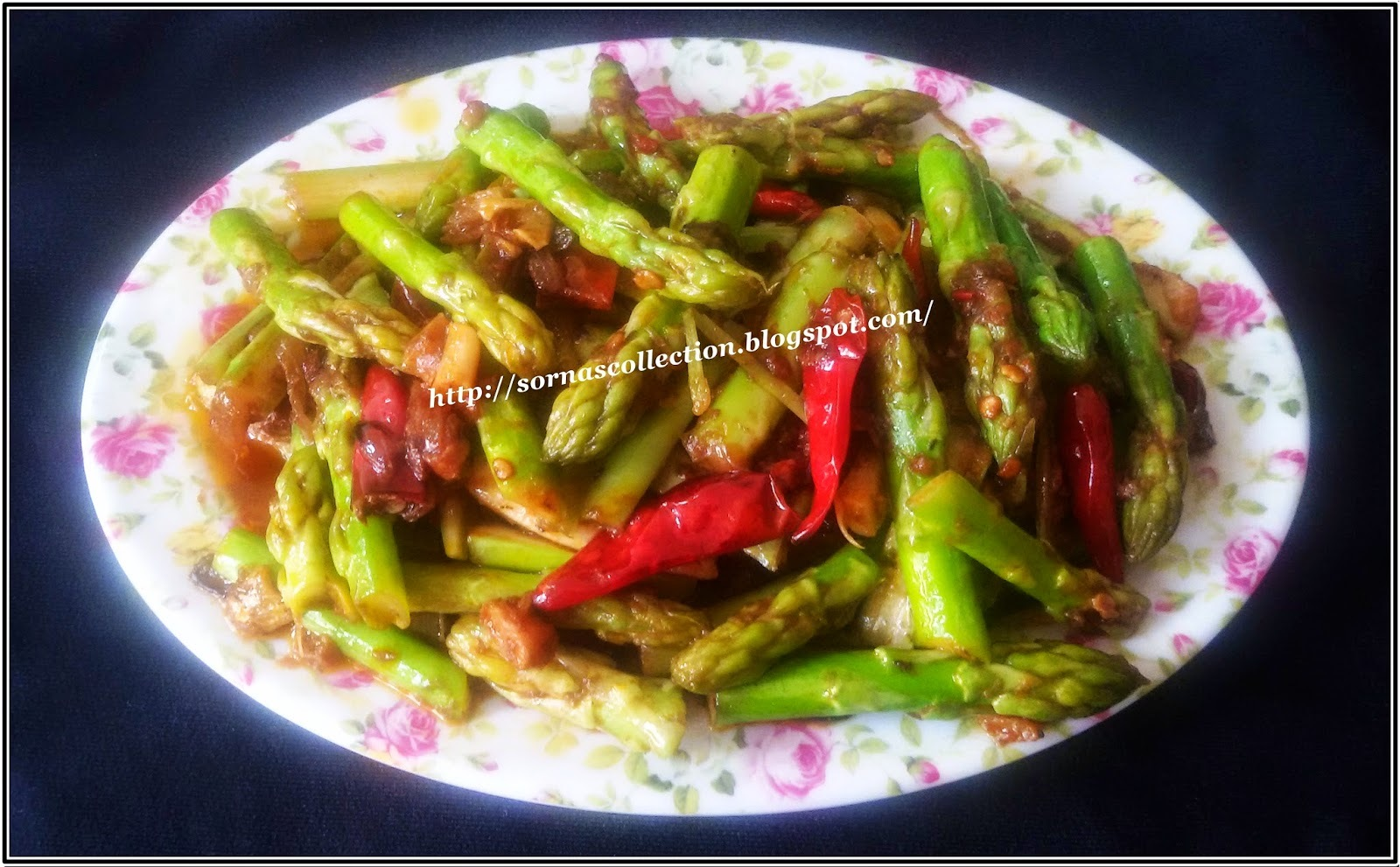 STIR-FRIED ASPARAGUS WITH SPICY SHRIMP PASTE