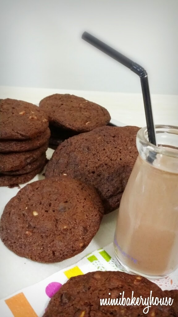 Totally Chocolate Chocolate Chips Cookies•A Totally Sinful Treat