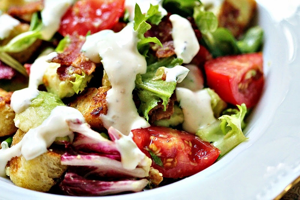 Bacon & avokadosallad med blue cheesedressing