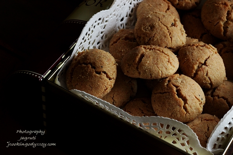 Cashew and Amaranth cookies - Kaju Rajgaro NanKhatai - #ediblegifts #Christmascountdown #cookies #baking