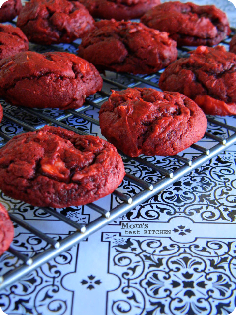 Cream Cheese Swirled Red Velvet Cookies #SundaySupper