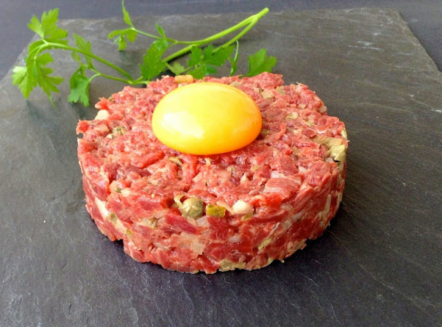 Tartar de solomillo (Steak tartar)