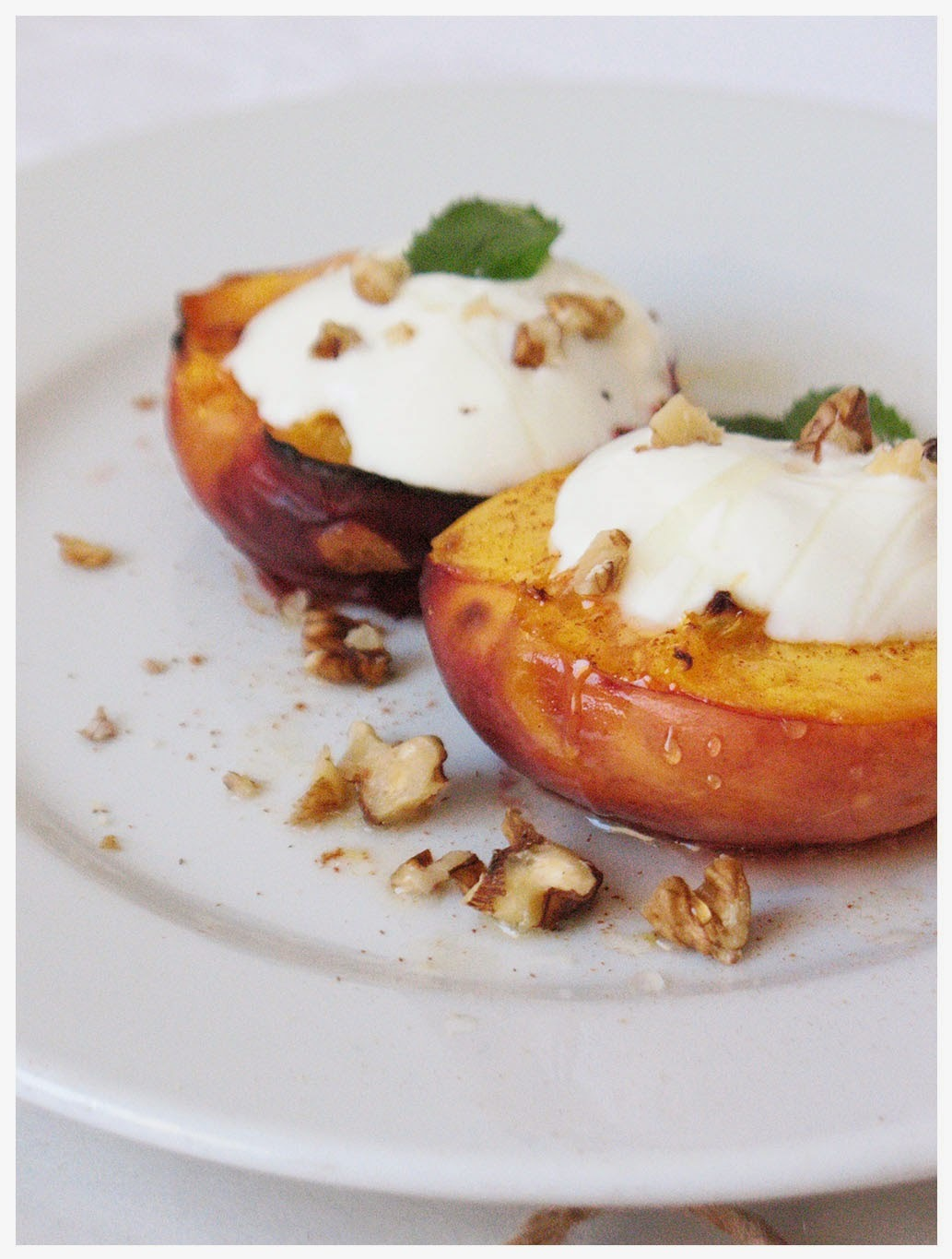 Pečene breskve s grčkim jogurtom/ Baked peaches with greek yogurt