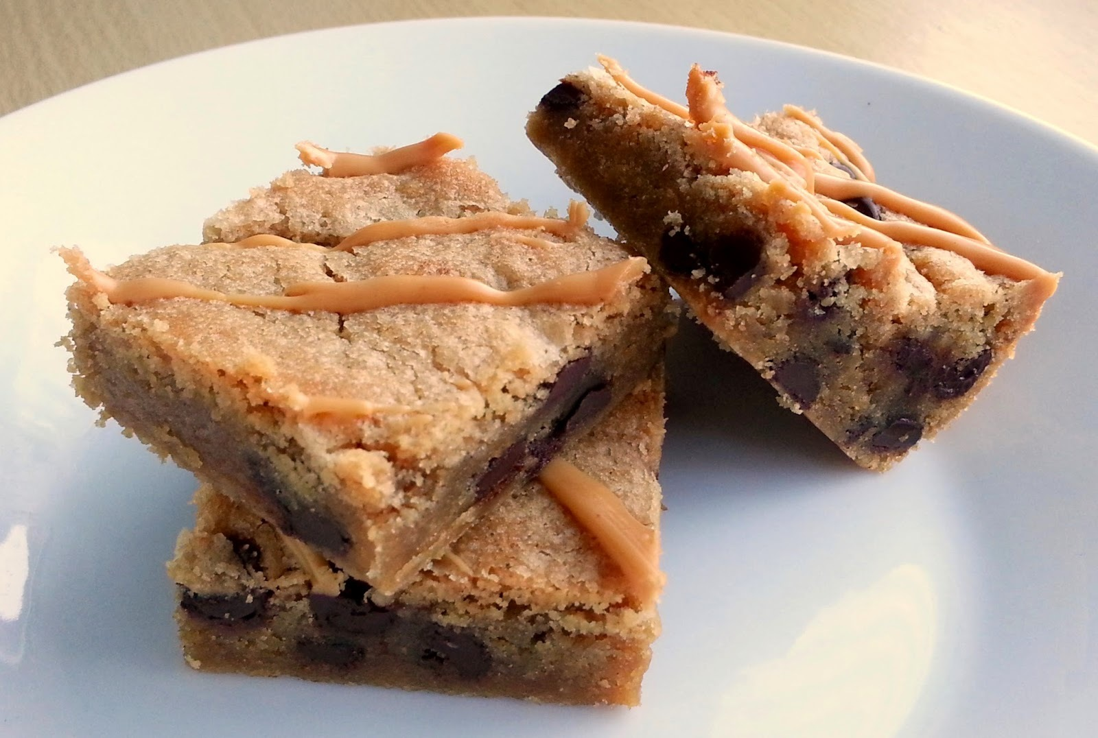 Peanut butter and chocolate chip cookie bars